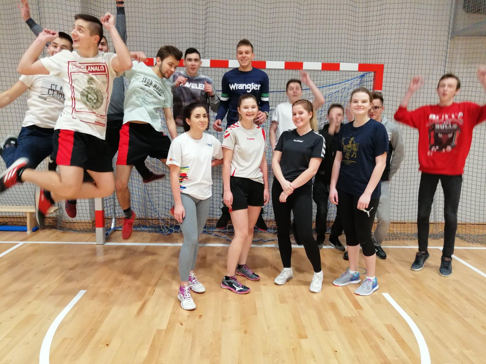 """Sportowcy z """"Grottgera"""" zdobywają srebro we współzawodnictwie szkół nowosądeckich"""