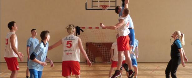 Srebrny medal chłopców w koszykówce