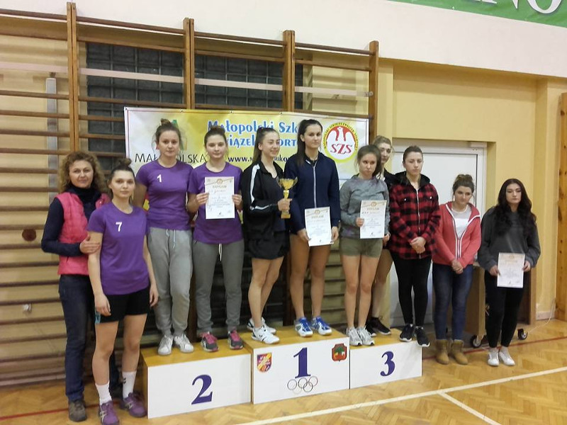 II miejsce dziewcząt w rejonowych zawodach tenisa stołowego