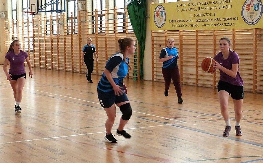 """III miejsce dziewcząt """"GROTTGERA"""" w Mistrzostwach Powiatowych w koszykówce"""