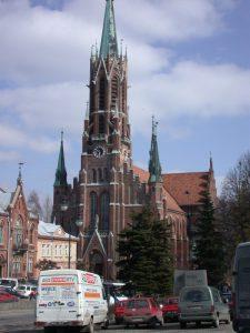 Widok na kościół w Grybowie