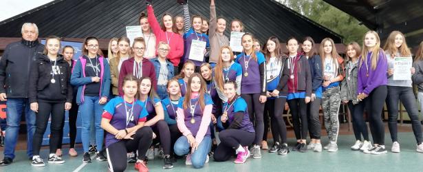 Złoto dziewcząt i srebro chłopców w Powiatowej Licealiadzie Biegów Sztafetowych